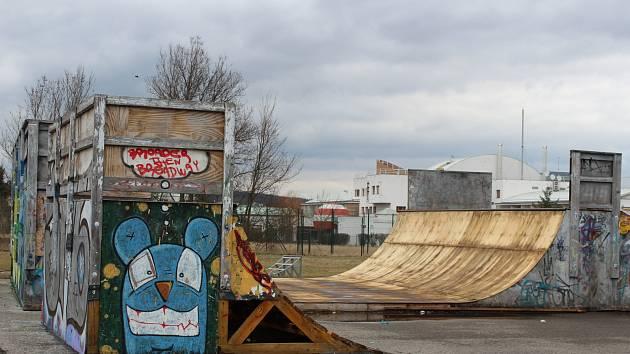 Skatepark je podle správce hřiště, Městské policie a České obchodní inspekce v havarijním stavu, byl uzavřen a zástupci města jednají o opravách a nových prvcích, které by neohrožovaly uživatele.