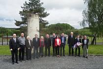 Etická komise vlády navštívila Památník Vojna