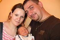 Od čtvrtka 24. června mají maminka Jitka a tatínek Peter z Příbrami radost ze svého prvorozeného syna Patrika Polláka, kterému sestřičky v porodnici po příchodu na svět navážily 3,78 kg a naměřily 53 cm.