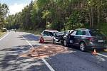 Z nehody tří vozidel nedaleko Příbrami, při které zemřeli dva lidé.