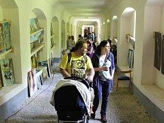 Svatohorské schody se v sobotu na celý den proměnily v galerii a přilákaly stovky lidí.
