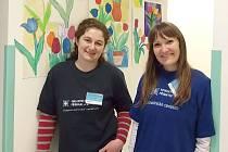 Monika Ciklerová (vlevo) a Renáta Handlová z Dobrovolnického centra příbramské nemocnice.