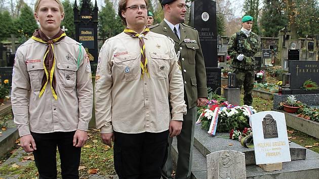 Slavnostní odhalení opraveného hrobu legionáře Josefa Kubelky na příbramském hřbitově.