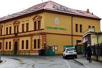 Základní škola v Jincích.