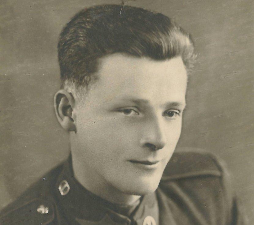 Antonín Pešice z Příbrami padl 11. 5. 1945 při hitlerovském minometném zásahu vozidla přepravujícího partyzány ke Slivici.