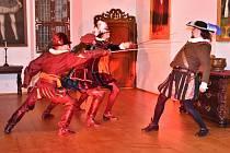 Březnický zámek v sobotu 25. srpna ožil běžně nevídaným ruchem, pro návštěvníky tam byly připraveny programy v rámci tradičního projektu Hradozámecká noc.
