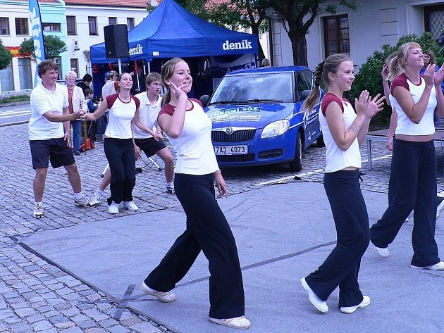 Den s Deníkem zahájili cheerleaders týmu Bobcats