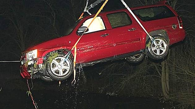 Auto v rybníku.