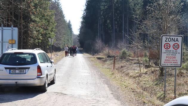 Obecnice zažila díky slunné neděli další nápor turistů do Brd.