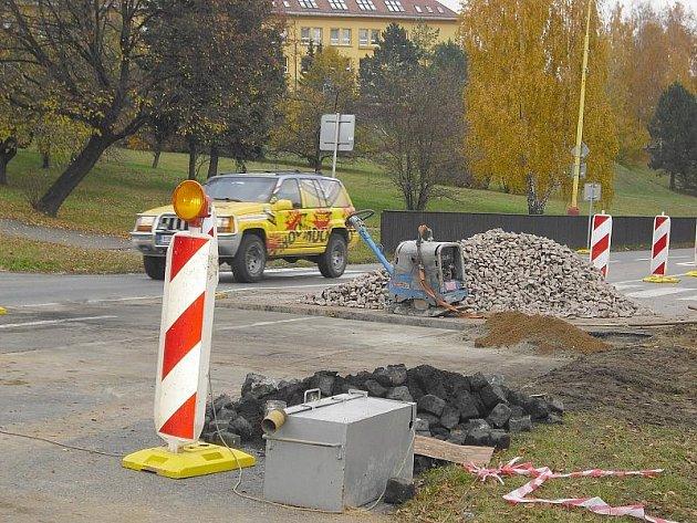 Oprava potrubí u zimního stadionu v Příbrami