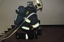 Příbramští hasiči si vyzkoušeli likvidaci požáru ve věznici