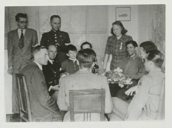 Zjednání amerických vojáků se zástupci města na březnické radnici…