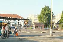 AUTOBUSOVÉ nádraží nepatří v Sedlčanech ke chloubám města. Radnice se znovu pokusí získat prostředky na jeho modernizaci.