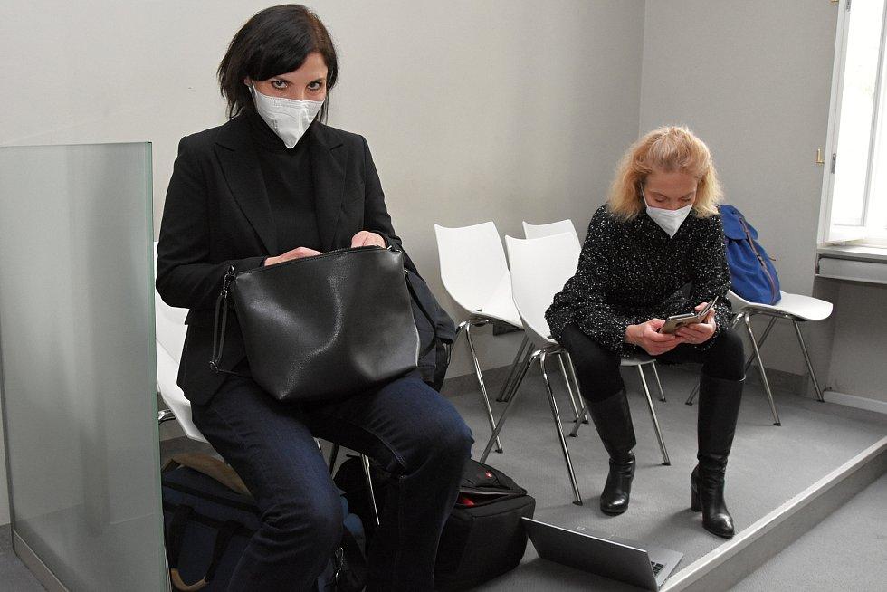 Na snímku (zleva) lékařka Laura Roden a krajská mluvčí Martina Kemrová.
