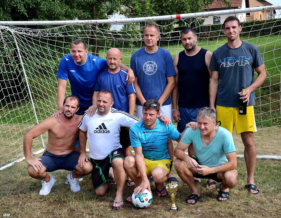 V Hluboši se odehrál 15. ročník akce, při které mezi sebou týmy svedly boje o putovní pohár Petra Duška. Navíc to bylo spojeno s kulatým výročím založení malé kopané v Hluboši a tým AC Hluboš zde oslavil 20 let své existence.