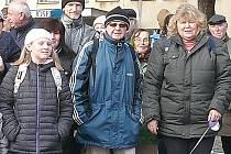 ZAČÁTEK ROKU si neumí někteří turisté bez novoročního pochodu už ani představit. Frank Juran (uprostřed) chce za šest let znovu pokořit Kilimandžáro.