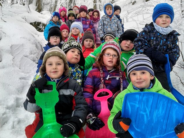 Děti z mateřské školy Jana Drdy si užívaly radovánek na zimní expedici.