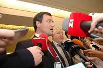 Hejtman David Rath a náměstek hejtmana pro oblast zdravotnictví Zdeněk Seidl.