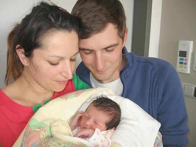 Ondrášek Sladký se prvně ohlásil světu ve středu 2. dubna, vážil 2,65 kg a měřil 48 cm. Útulný domov pro prvorozeného syna připravili v Příbrami maminka Lucie a tatínek Ondra.