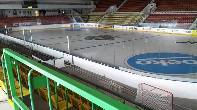 U velké haly zimního stadionu v Příbrami se letos opraví střecha.