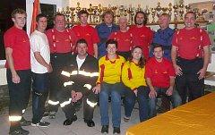 """""""JSME DOBRÁ parta,"""" tvrdí Radka Čížková o členech a členkách Sboru dobrovolných hasičů v Prosenické Lhotě."""