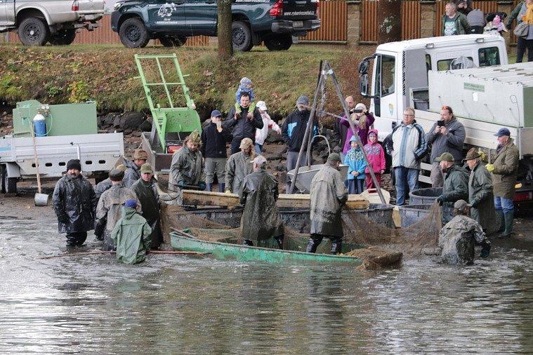 Výlov Sadoňského rybníka a 4. Myslivecko-rybářská slavnost v Rožmitále pod Třemšínem.
