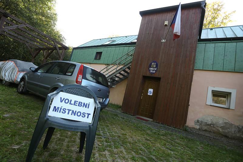 Parlamentní volby v Těchařovicích.