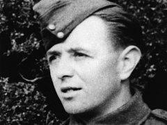 Čet. Bohuslav Grabovský, kterému poskytla úkryt a další pomoc ve dnech 30. 4. –  2. 5. 1942 rodina Viktorova ve Věšíně. Viktorovi a jejich příbuzní Hübelbauerovi byli za tuto činnost popraveni 1. 7. 1942, Grabovský byl později zatčen a popraven.