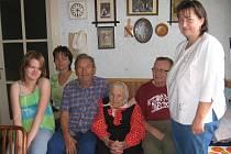 Marie Maříková s rodinou