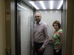 Výtah vyzkoušel i příbramský místostarosta Václav Švenda.