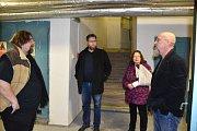 Prostory příbramského divadla si v doprovodu jeho vedení prohlédl nedávno i místostarosta Jan Konvalinka (uprostřed).
