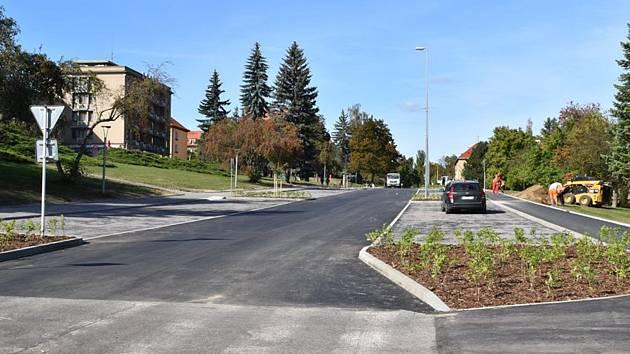 Nová parkovací místa v příbramské ulici Legionářů.
