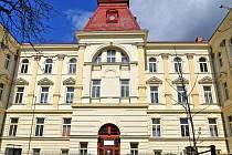 Farní charita Příbram se přestěhovala do budovy bývalého domova mládeže v Jiráskových sadech.