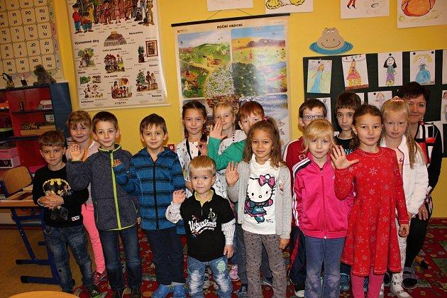 Patnáct žáků  z1.AZákladní školy Milín pod vedením paní učitelky Lenky Haluškové.