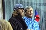 Jaroslav Fous (vlevo), jeden z lídrů listopadových událostí roku 1989 na Příbramsku na Vystrkově 26. listopadu 1989, kam se průvod demonstrantů vydal z Příbrami.