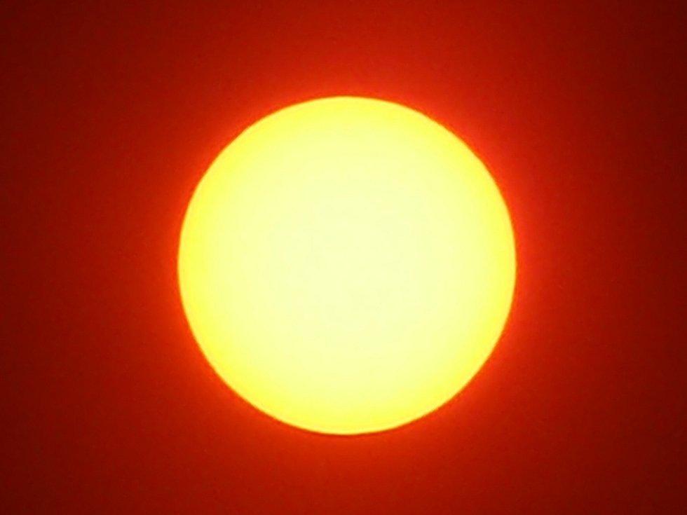 Konec zatmění slunce ve 12.35 hodin