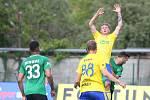 Fotbalisté Fastavu Zlín (ve žlutém) v důležitém zápase bojů o záchranu ve 28. kole v sobotu hostili poslední Příbram. Na snímku šance Janetzského.