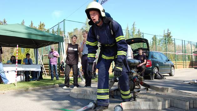 Soutěž hasičů TFA v učilišti v Dubně.