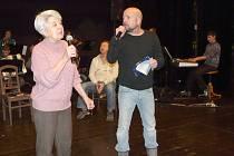 V MUZIKÁLU  Ať žijí duchové si zahraje také Jana Smrtová a Slavomil Bloch.