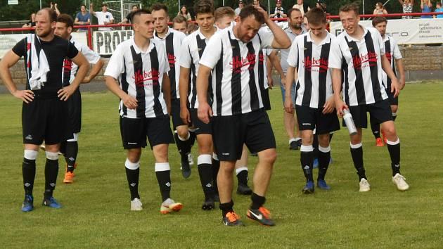 Fotbalisté Dobříše přišli o vítězství nad Tatranem Rakovník v úplném závěru.