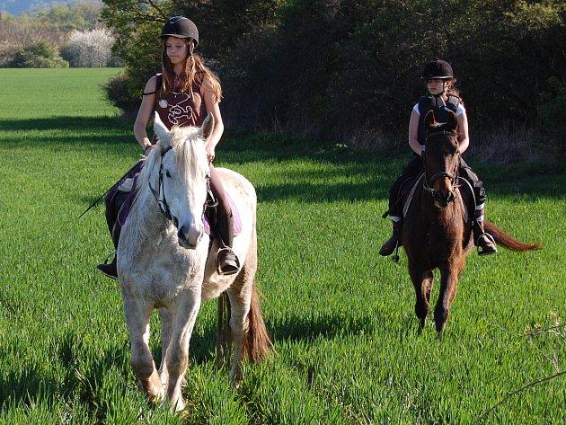 Víkendová jízda na koních.