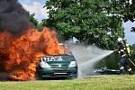 Dlouholetí členové hasičského spolku dostali ocenění a dary a poté divůci mohli spatřit sehranou scénku ze staré doby hasičů. Přijeli také hasiči z Brezovych hor a předvedli ukázku zásahu - šlo o vyproštění zraněné řidičky z osobního automobilu a poté hoř