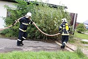 Požár budovy bývalého zemědělského statku v Ouběnicích. Podnikalo v nich několik firem. Foto: Markéta Lišková