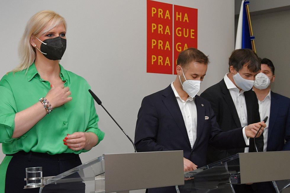 Tisková konference 16. dubna 2021: Petra Pecková, Vít Šimral, Milan Vácha, Tomáš Portlík.