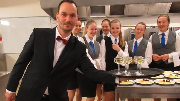 Studenti a učitelé zIntegrované střední školy hotelového provozu, obchodu a služeb Příbram navštívili partnerskou školu ve Francii.