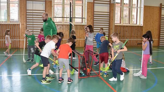 Od února začnou hodiny tělocviku na prvním stupni příbramských základních škol navštěvovat profesionální trenéři.