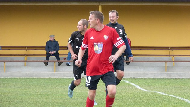 Zápas IV. třídy skupiny A Rosovice B - Pičín B, ve kterém hosté zvítězili 2:3 a postili tak svůj A tým, který v okresním přeboru doma podlehl Rosovicím 1:3.