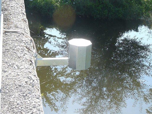 Čidla zachytí zvýšení hladiny vody nad limit a avizují nebezpečí.