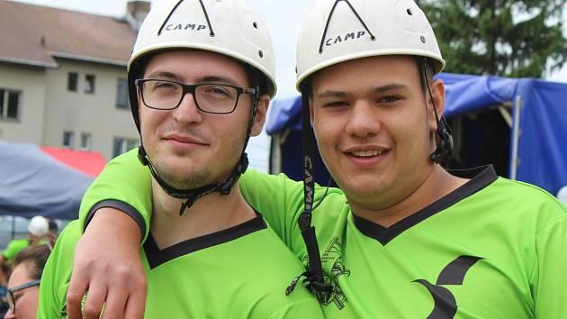 Dobrovolní hasiči ze Starosedlského Hrádku na soutěži v požárním sportu.