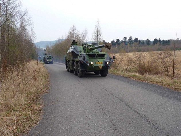 Přesun vojáků na celotýdenní cvičení do Brd.